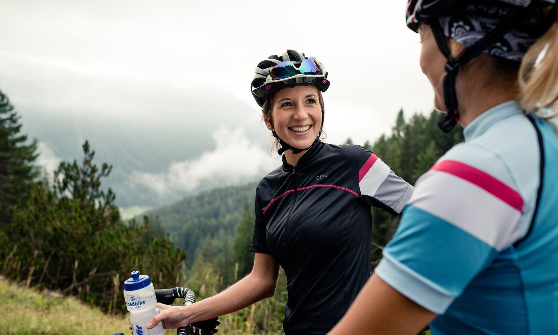 Biketour Trinkpause im Bike Hotel in Südtirol